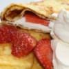 Pandekager med flødeskum og jordbær