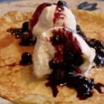 Pandekager med vaniljeis og blåbær